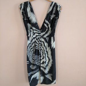 Black Halo Sz 2 Silk Black White Geo Print Dress